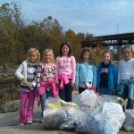 Indian-Princesses-trash-pickup-at-Belle-Isle